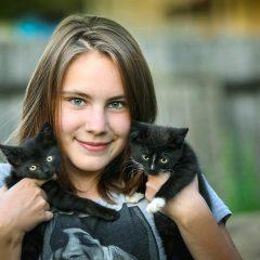 Quelle première boucle d'oreilles choisir à une fillette, qui aime les animaux ?